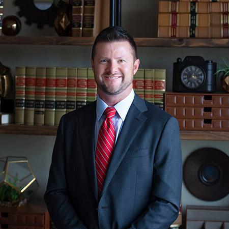 Justin Minton, injury lawyer, former insurance adjuster, represents injured Benton, little rock residents